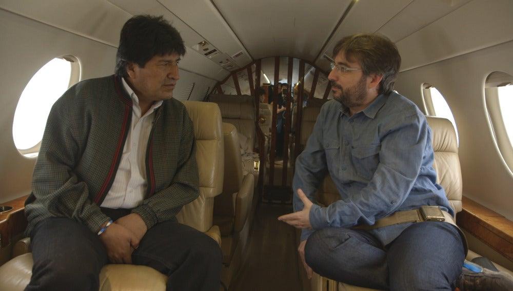 Evo Morales charla con Jordi Évole en un avión