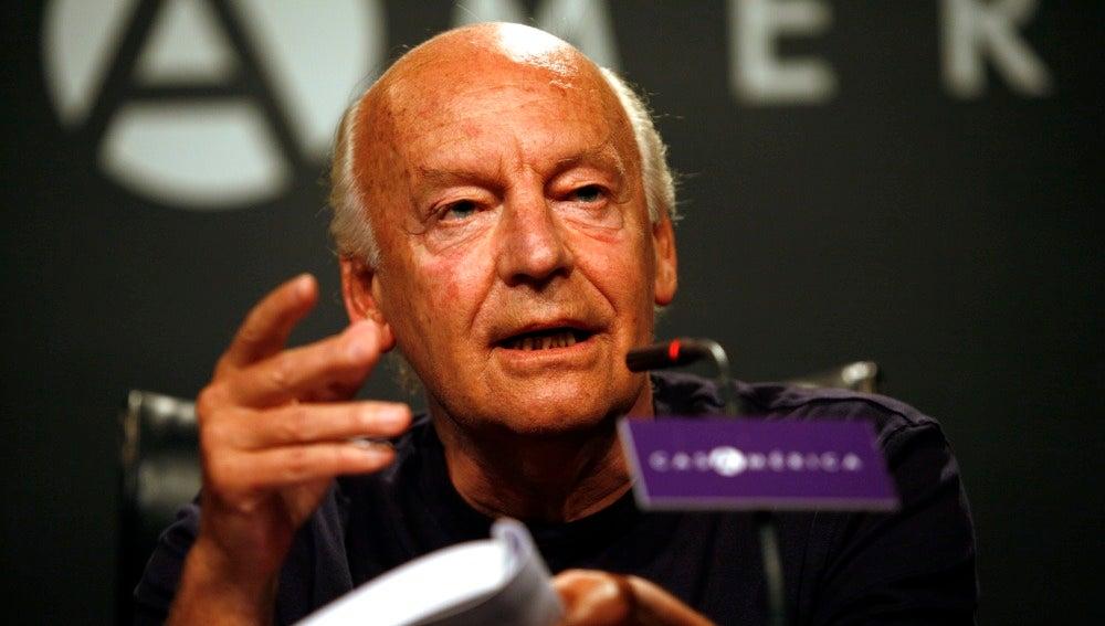 Eduardo Galeano en una conferencia.