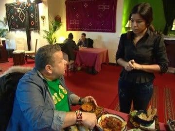 Alberto Chicote analiza la comida de 'Karma'