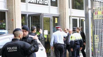 El alcalde de Barcelona, Xavier Trias, a su llegada al IES Joan Fuster