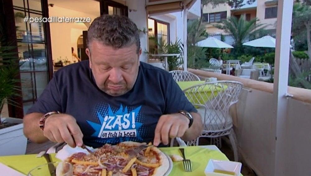 """Alberto Chicote alucina con la pizza de patatas fritas: """"¿Quién demonios se inventa un engendro como este?"""""""