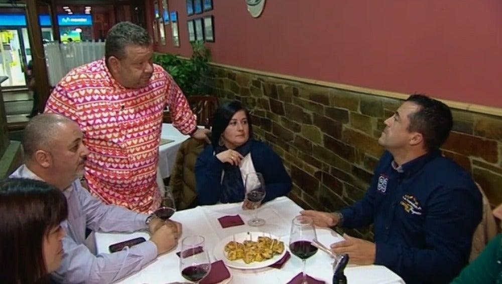 """Un vecino de Luarca se queja de la comida de 'Brasas' """"Pedí un bacalao en salsa verde y había de todo menos bacalao"""""""