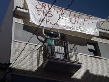 Así se lleva a cabo la ocupación de un edificio vacío en Manresa