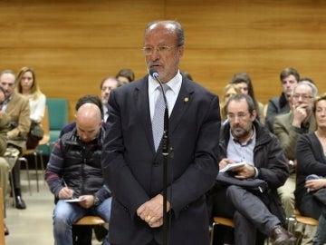 El alcalde de Valladolid, Francisco Javier León de la Riva, declarando en el juzgado