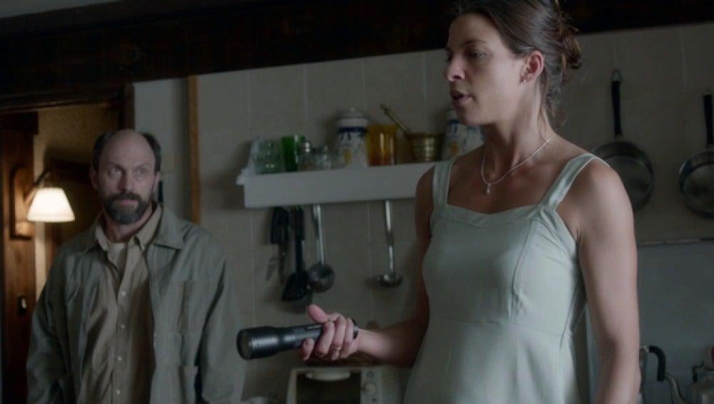 Emma encuentra la linterna