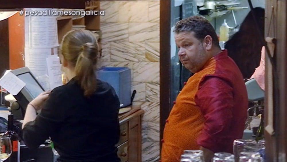 Alba le cuenta a Chicote cómo son los servicios