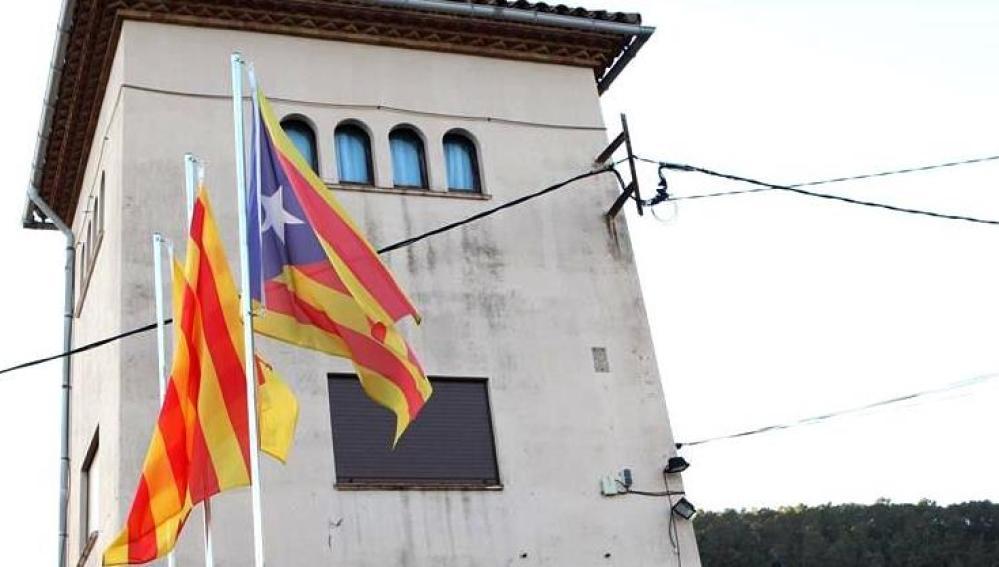 Una estelada en el Ayuntamiento de Gallifa, Barcelona