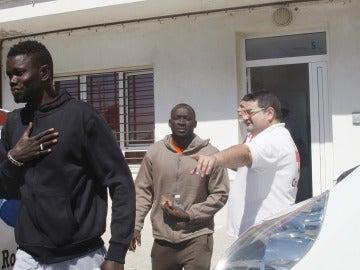 Rescatados 23 argelinos de una patera a diez millas de Garrucha