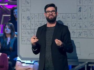 Manu Sánchez explica la tabla periódica