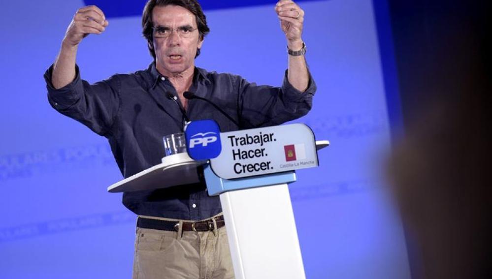 Aznar está utilizando la campaña electoral para enmendar la plana a Rajoy