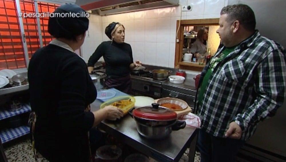 Alberto Chicote conoce a las cocineras de 'El Montecillo'