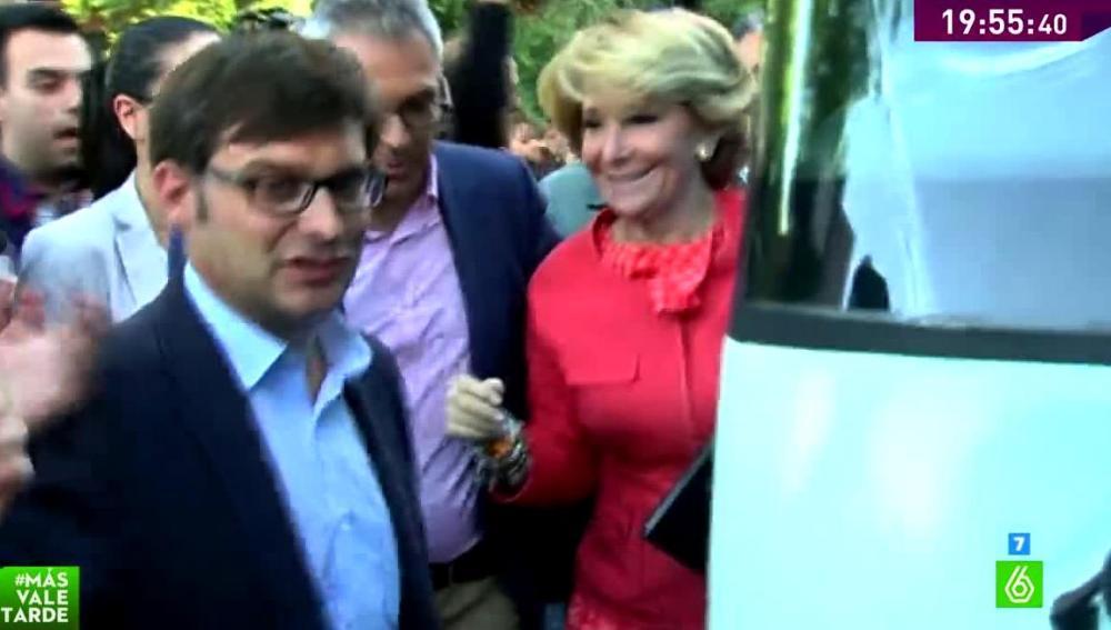 Protestan ante la llegada de Aguirre a un mitin