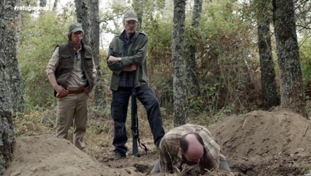 Sam desentierra uno de los cadáveres