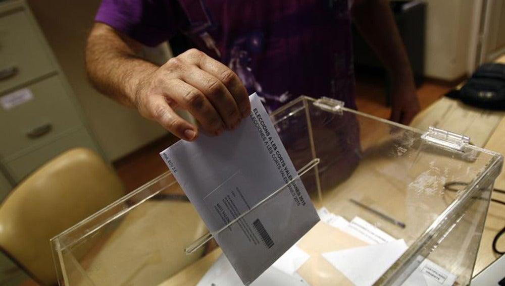 Las urnas citan a más de 35 millones de electores en los comicios más inciertos