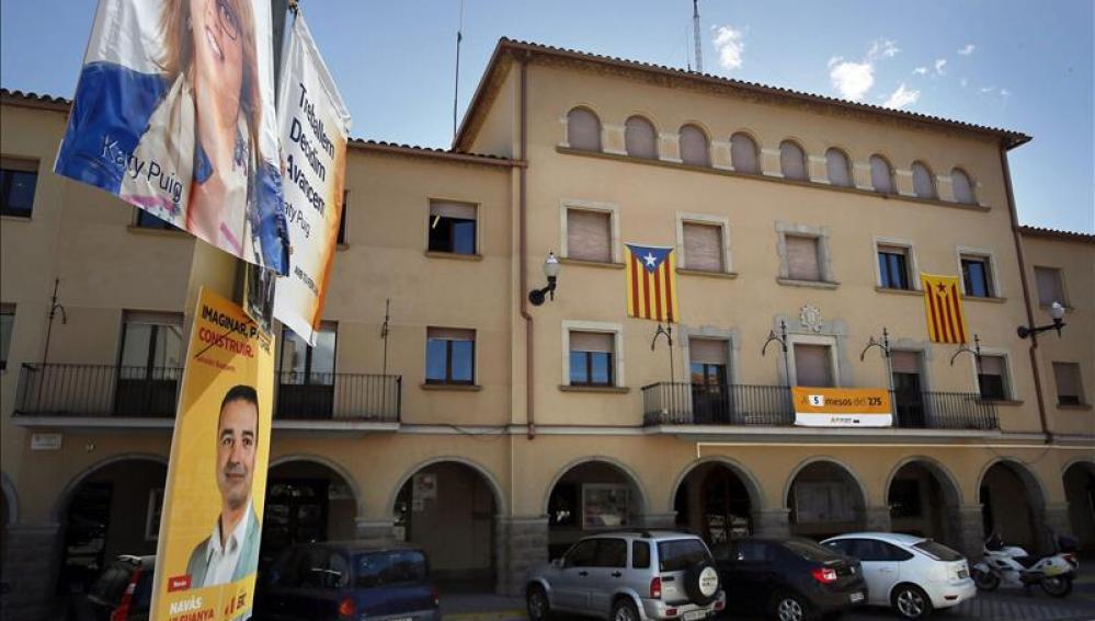 Imagen de la fachada del Ayuntamiento de Navàs (Barcelona)