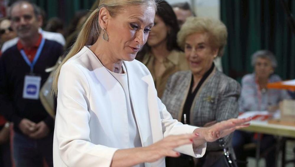 Cristina Cifuentes, vota en los comicios locales y autónomicos
