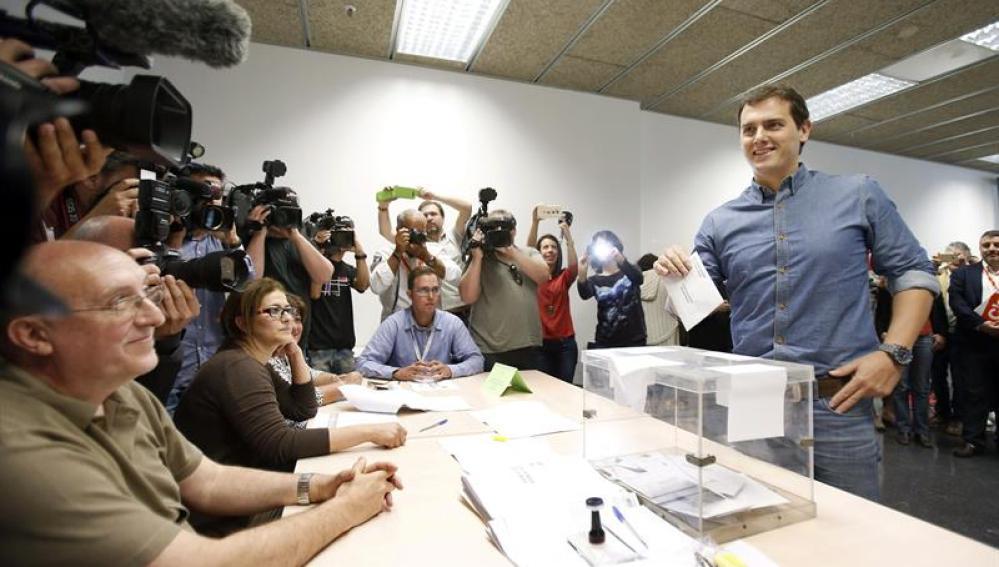Albert Rivera vota en Barcelona