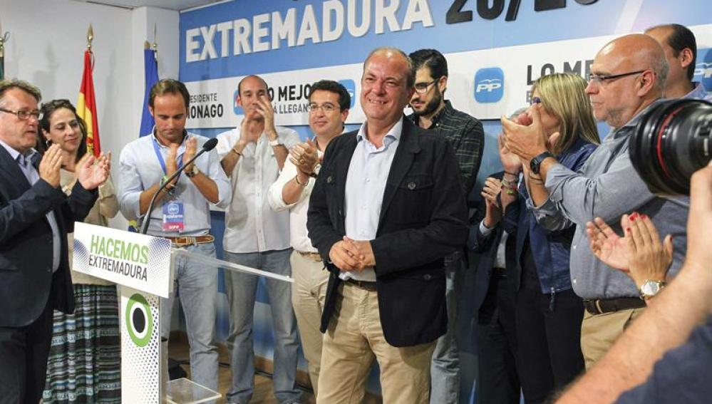José Antonio Monago habla ante los medios