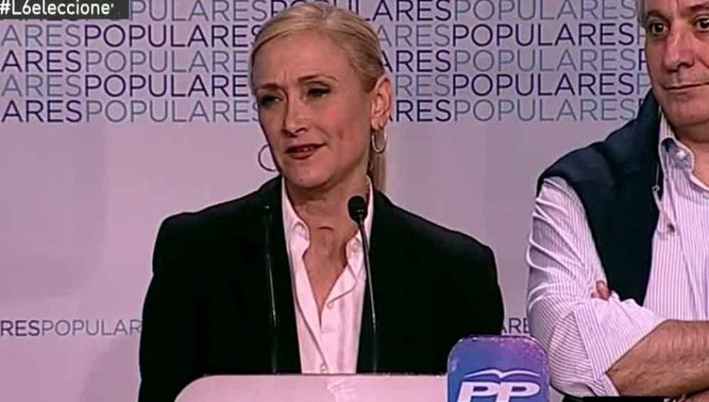 Cristina Cifuentes habla ante los medios