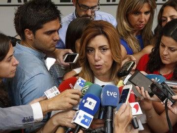 Susana Díaz habla con los medios en Ferraz