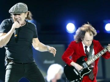 Unos 50.000 seguidores rinden culto a AC/DC en el Olímpico de Barcelona