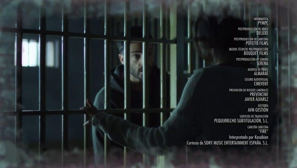 Emma acude a la cárcel a hablar con Álex
