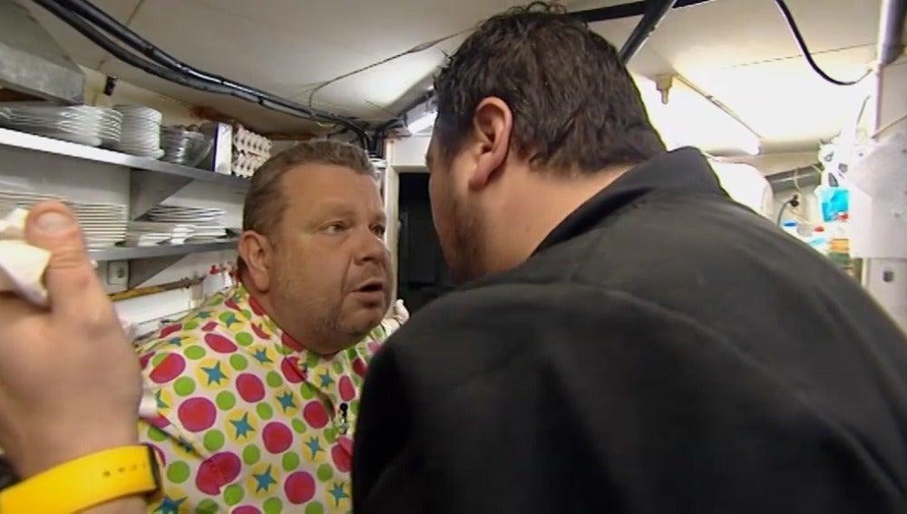 Chicote discute con Walter, cocinero de La Taberneta