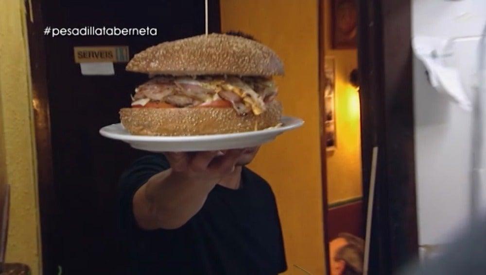 La hamburguesa de un kilo de 'La Taberneta'