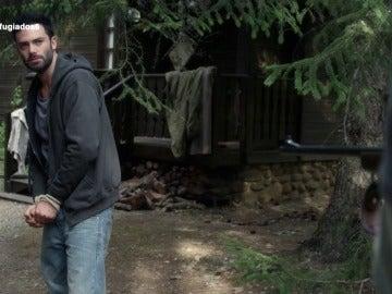Álex conoce al cazador que mató a su mujer