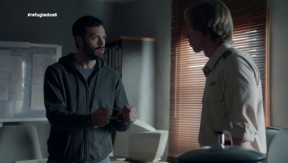 Álex tiende una trampa a Luis para conseguir la libertad