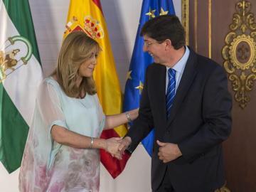 PSOE y Ciudadanos cierran el acuerdo de investidura de Susana Díaz