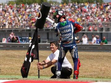 Jorge Lorenzo clava la bandera en el GP de Cataluña