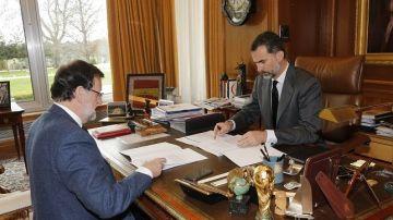 Felipe VI despacha con el presidente del Gobierno