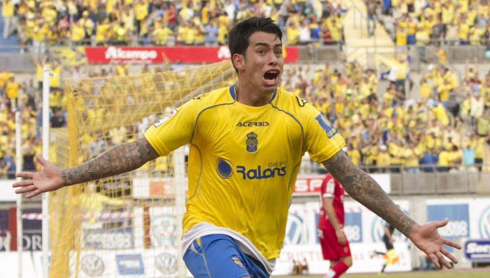 Araujo celebra el gol que le da el ascenso a Las Palmas