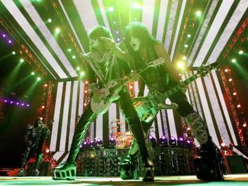 La legendaria banda de rock Kiss durante su concierto en Barcelona