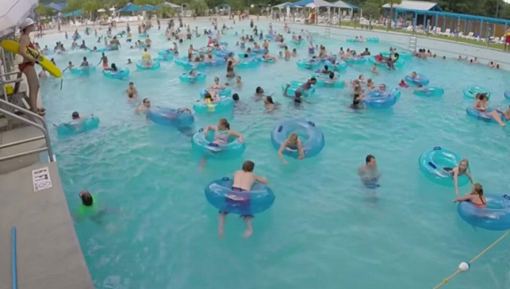¿Serías capaz de ver cuál de estos niños se está ahogando en la piscina?