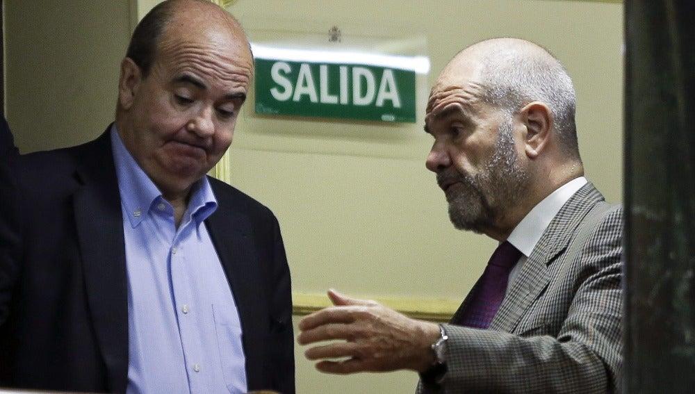 Gaspar Zarrías conversando con Manuel Chaves (Archivo)