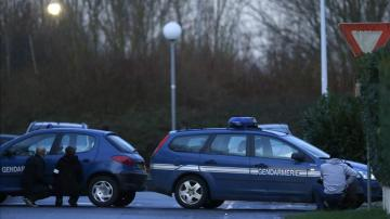 Dos vehículos policiales en Francia