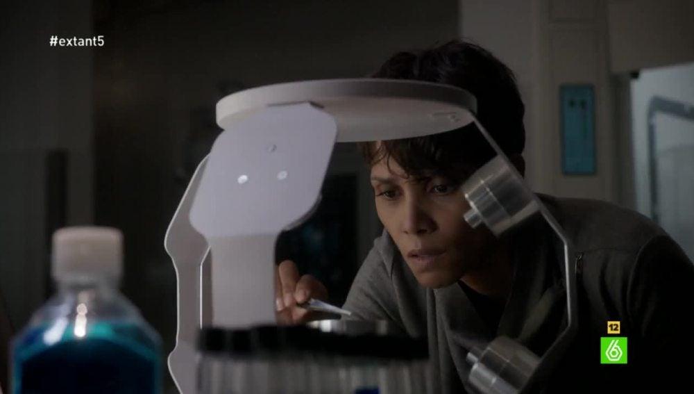 Molly encuentra la prueba que verifica su embarazo