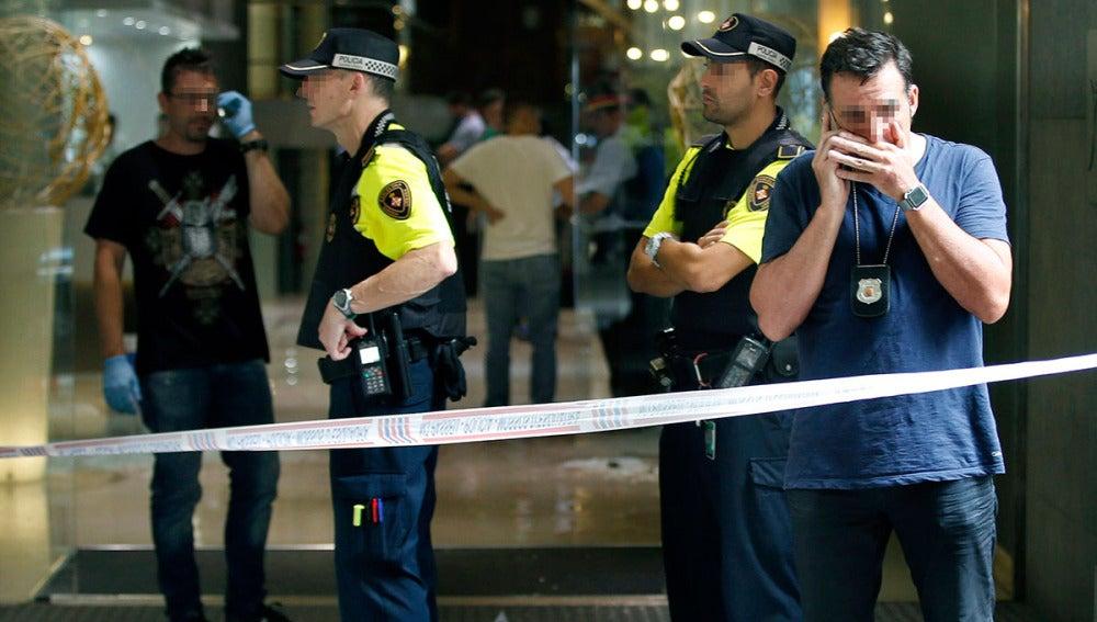 Imagen de archivo de agentes de la policía en un hotel