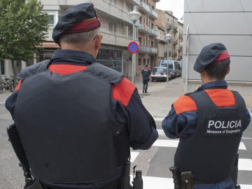Varios agentes de los mossos d'Esquadra