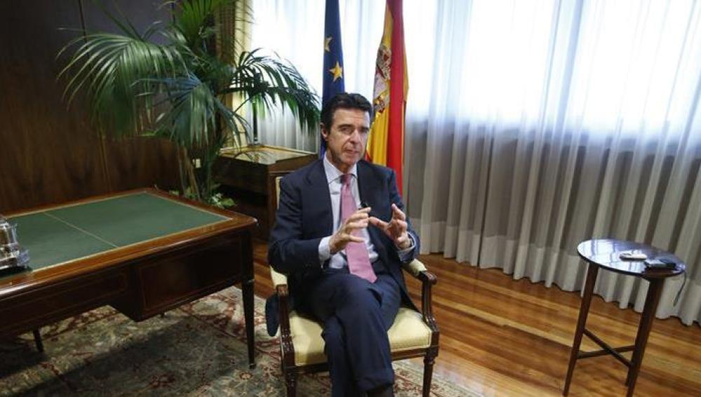 José Manuel Soria durante una entrevista