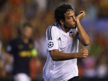 Parejo celebra su gol contra el Mónaco