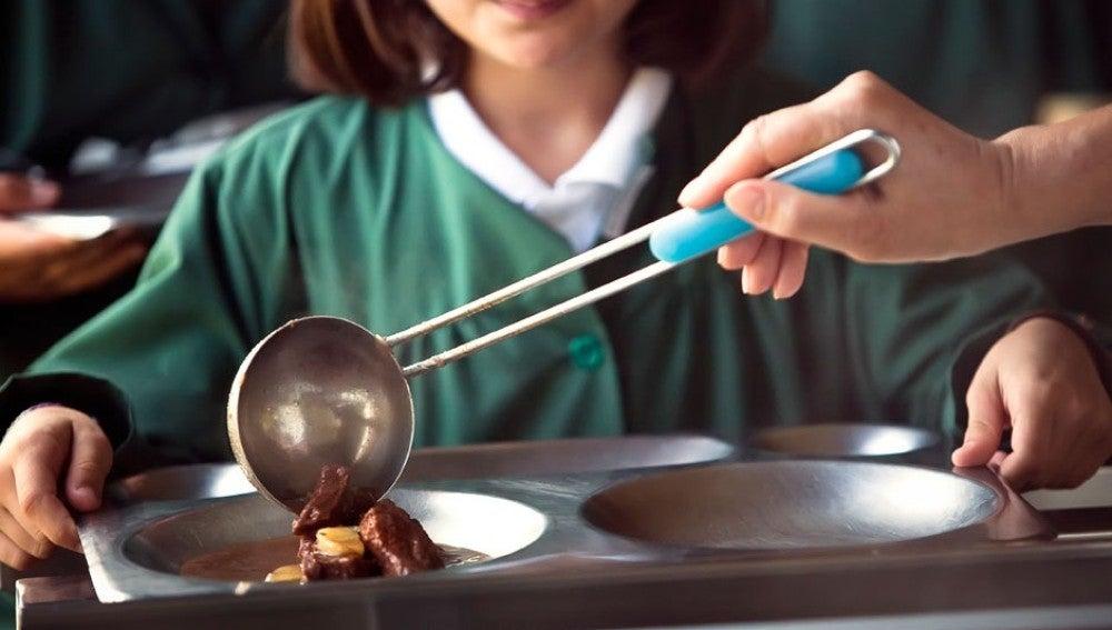Encuentran larvas en la comida de los alumnos de primaria de un ...