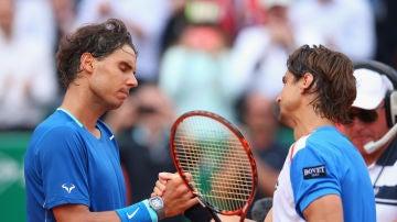 Rafa Nadal y David Ferrer se saludan al terminar un partido