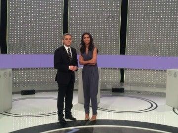 Vicente Vallés y Ana Pastor en el plató del debate decisivo del 7D