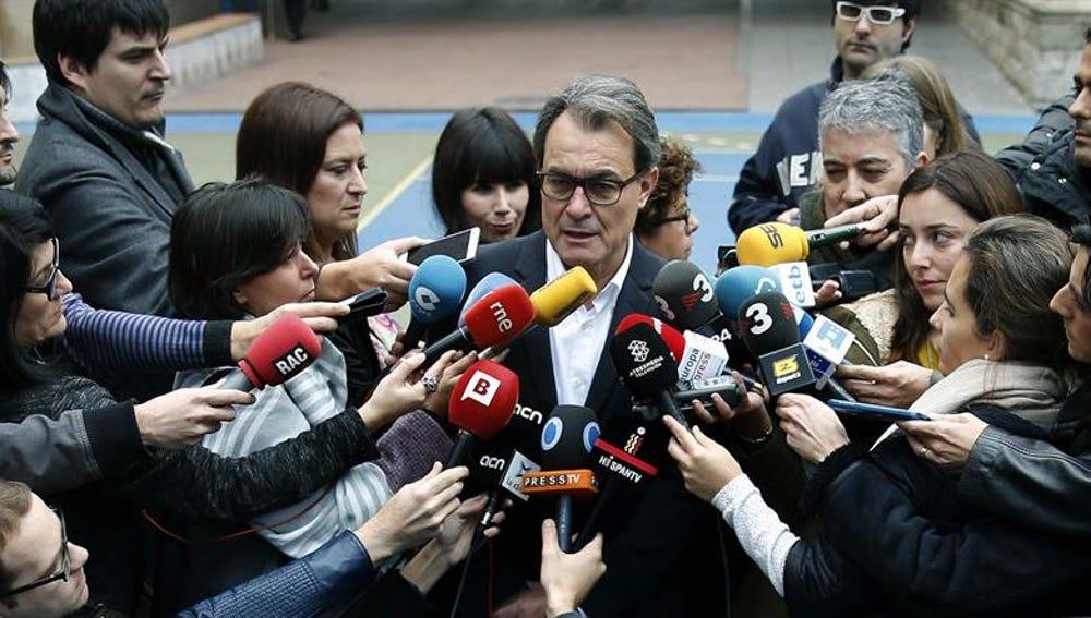 Artur Mas comparece ante los medios tras votar