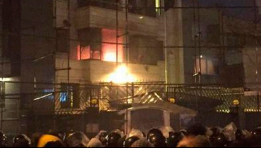 Incendio embajada en Irán