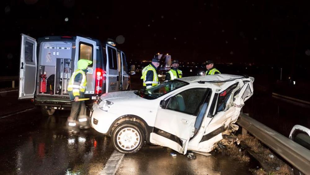 Estado en el que quedó un vehículo tras un accidente de tráfico en Valladolid