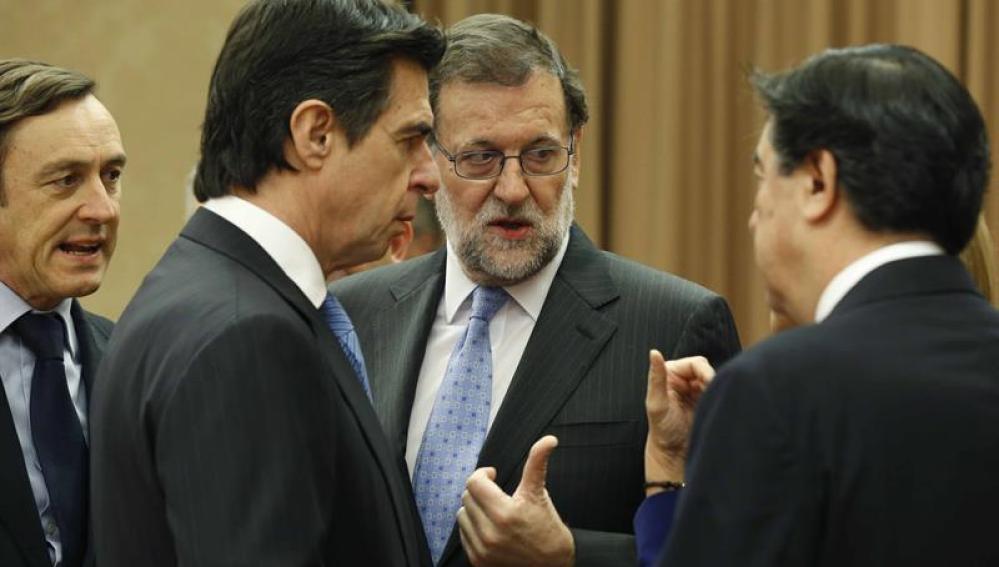 Mariano Rajoy junto a Juan Antonio Bermúdez de Castro, José Manuel Soria y el diputado Rafael Hernando